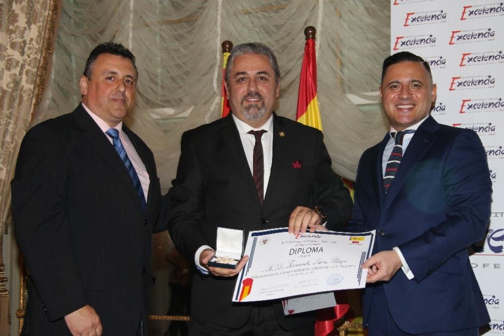 Fernando Lara recibe la Estrella de Oro del Instituto de la Excelencia Profesional | Peritos Lara