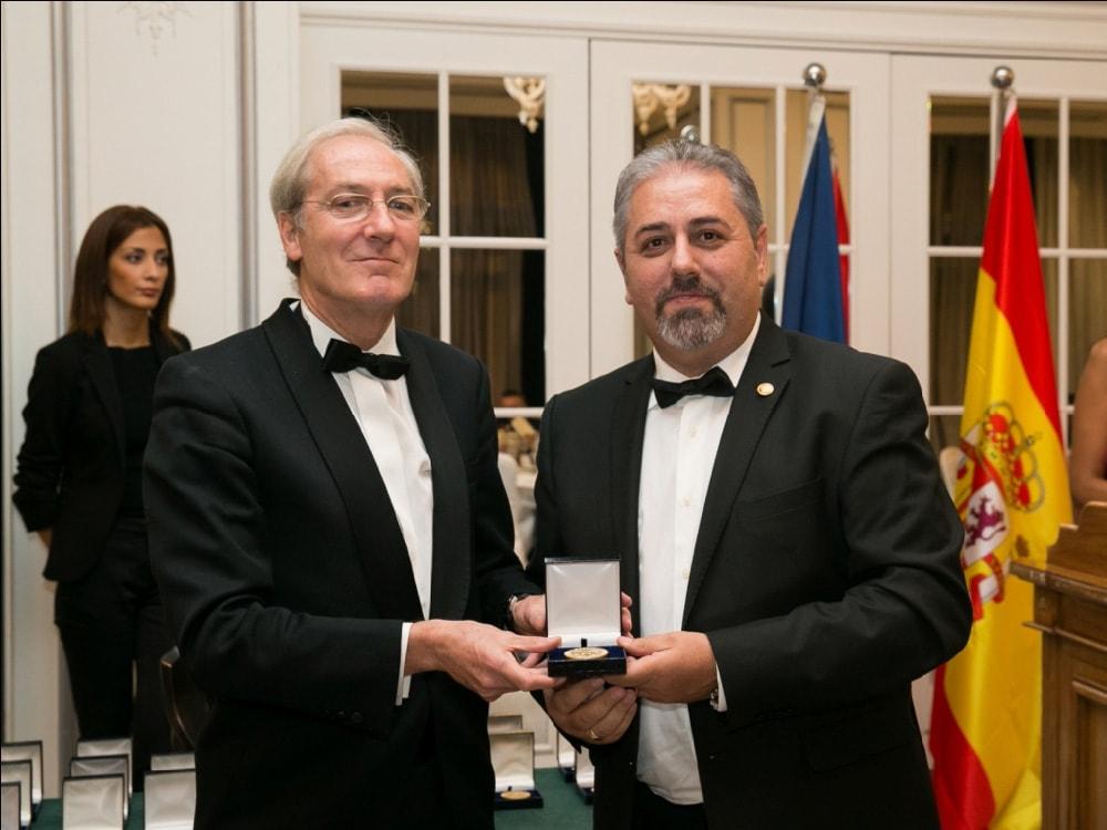 El Foro Europa 2001 otorga la Medalla de Oro al Perito Judicial Criminalista | Peritos Lara