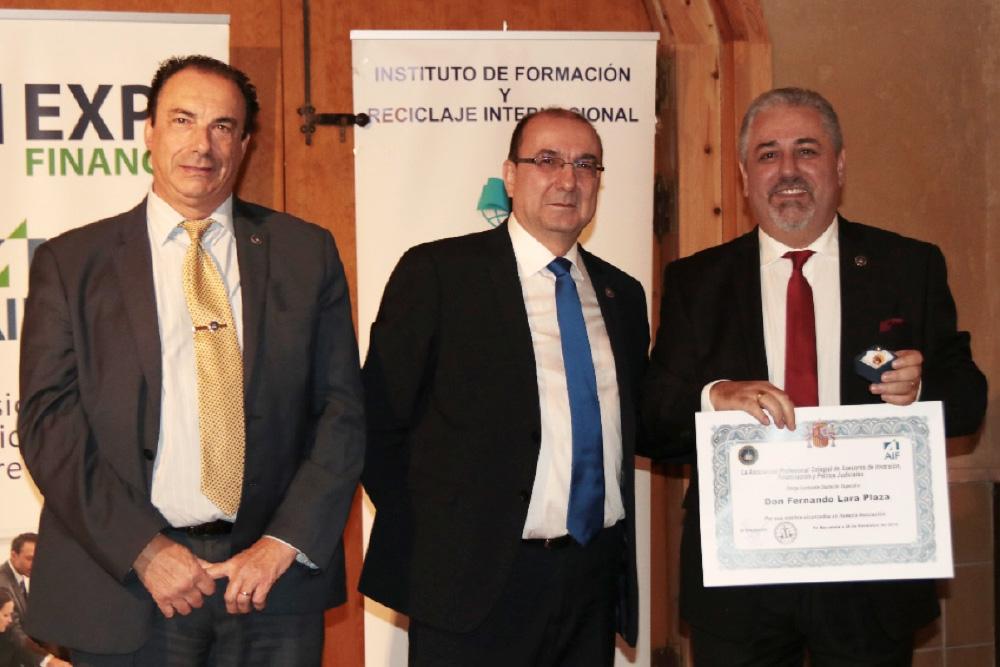 Entrega de la Insignia de Oro los Presidente Jordi Paniello de la Nacional y Jordi Almir de Cataluña a Don. Fernando Lara